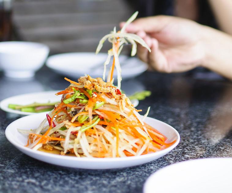 Салат из моркови и плавленного колбасного сыра