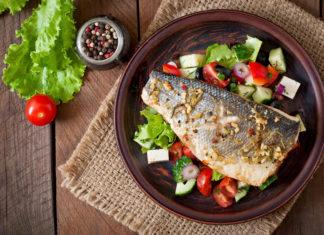 Масляная рыба, запеченная с овощами