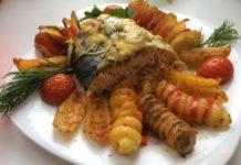 Запеченный в духовке лосось со спиральным картофелем