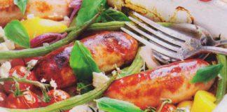 Колбаски с овощами, запеченные в духовке