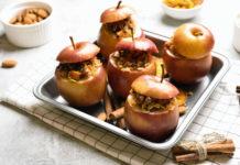 Яблоки, запеченные с мюсли, корицей и медом