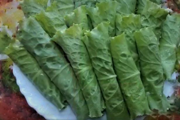Сырная закуска в салатных листьях