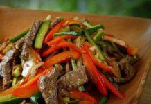 Салат китайский с говядиной и огурцами