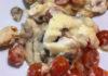 Простой рецепт запечной курицы с грибами и помидорами
