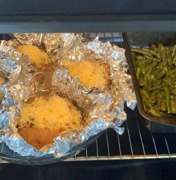 Картошечка, запеченная с грибами, с гарниром из стручковой фасоли и шпината