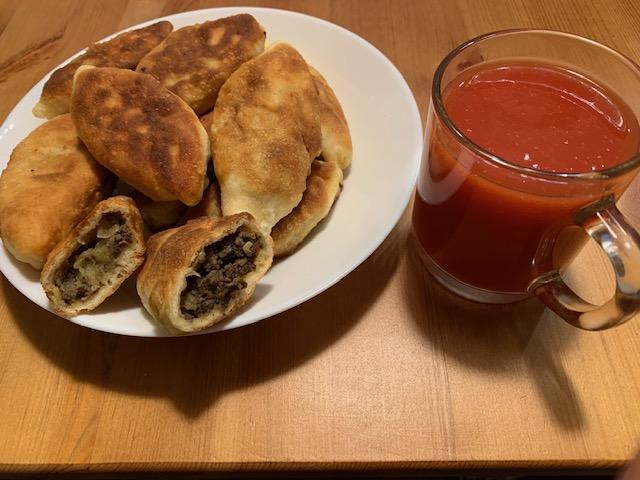 Пирожки с печенью, картошкой и жареным луком