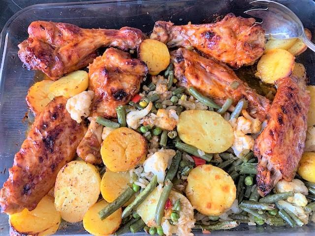 Крылья индейки, запеченные в духовке с овощами