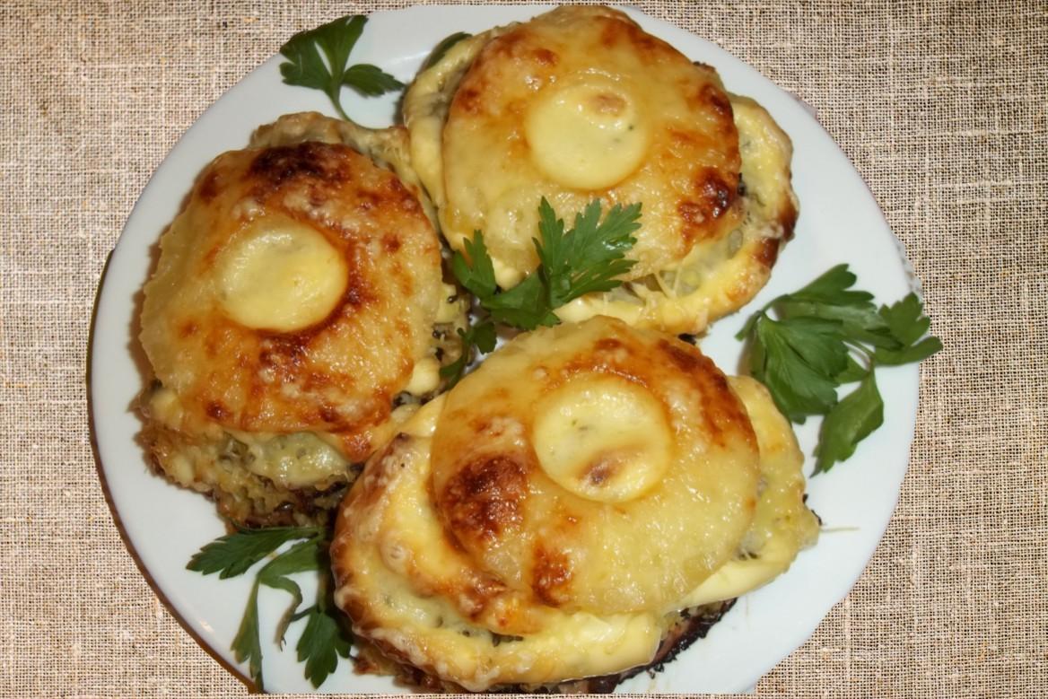 Баранина жареная с ананасом и сыром