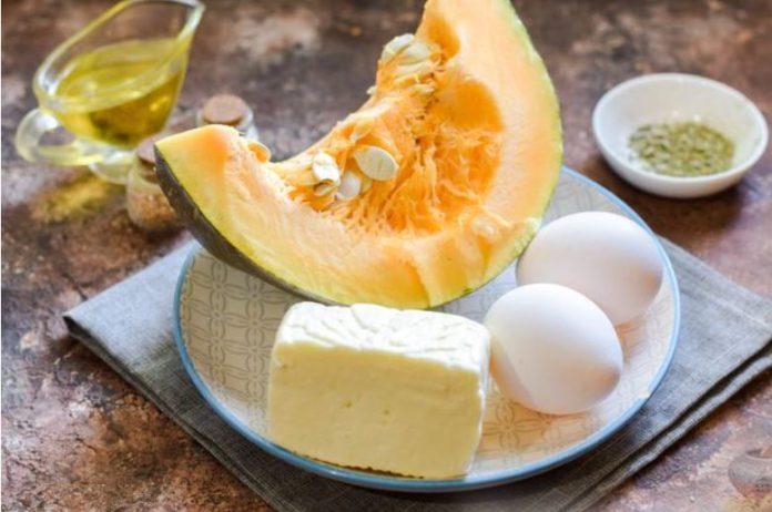 Тыква, запеченная с яйцом и сыром
