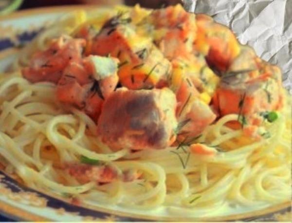 Сёмга в сливочно-чесночном соусе с гарниром из спагетти