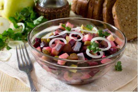 Салат со свёклой и селедкой без майонеза