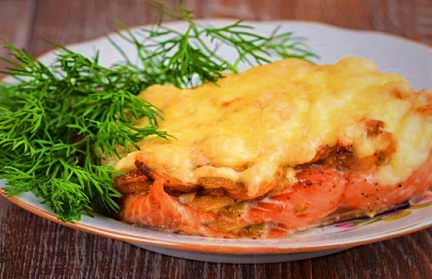 Горбуша, запечённая с грибами и сыром